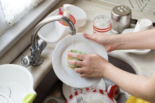 Sai lầm nhiều người mắc phải khi rửa chén bát có thể mang mầm bệnh cho cả nhà