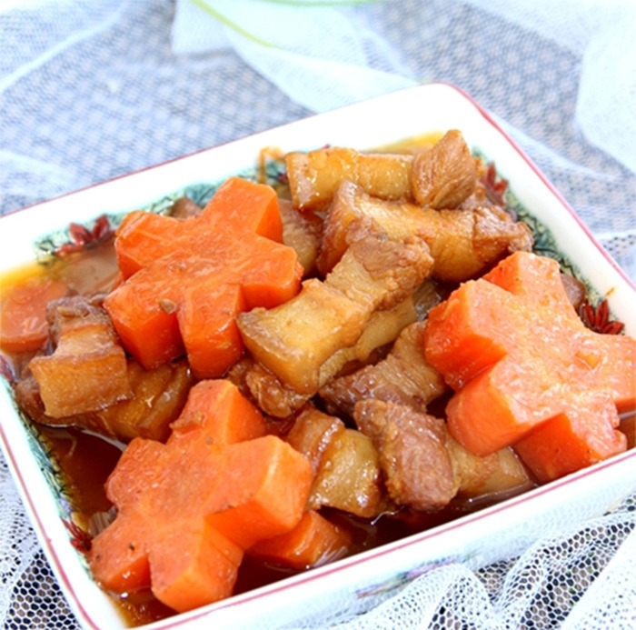 Thịt heo hầm cà rốt